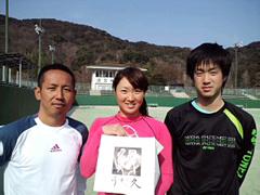 テニスプレーヤー久見香奈恵プロと山田博隆コーチ